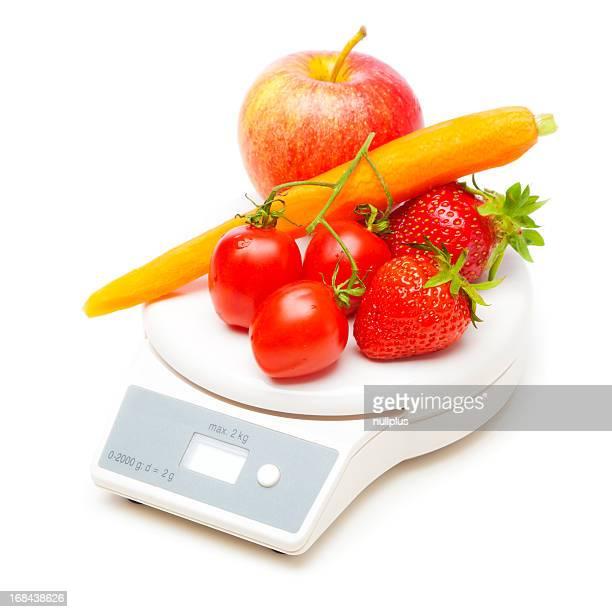 Bilancia da cucina bianco con frutta e verdura