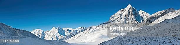 白い山脈の自然のパノラマに広がるヒマラヤ山脈ネパールピーク