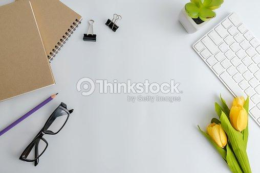Table de bureau de bureau blanc avec blanc pour ordinateur portable