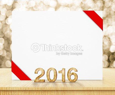 Cartel Blanco Con Cinta Roja Y De 2016 Año Textura De Madera Foto de ...