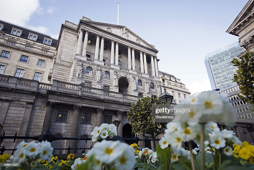 White primroses grow in a flower bed outside the Bank of England in London, U.K., on Tuesday, Feb. 4, 2014. Between 2007 and 2011, policy makers in London lagged behind their American counterparts in cutting rates and adopting emergency policy measures in response to the financial crisis. Photographer: Simon Dawson/Bloomberg via Getty Images