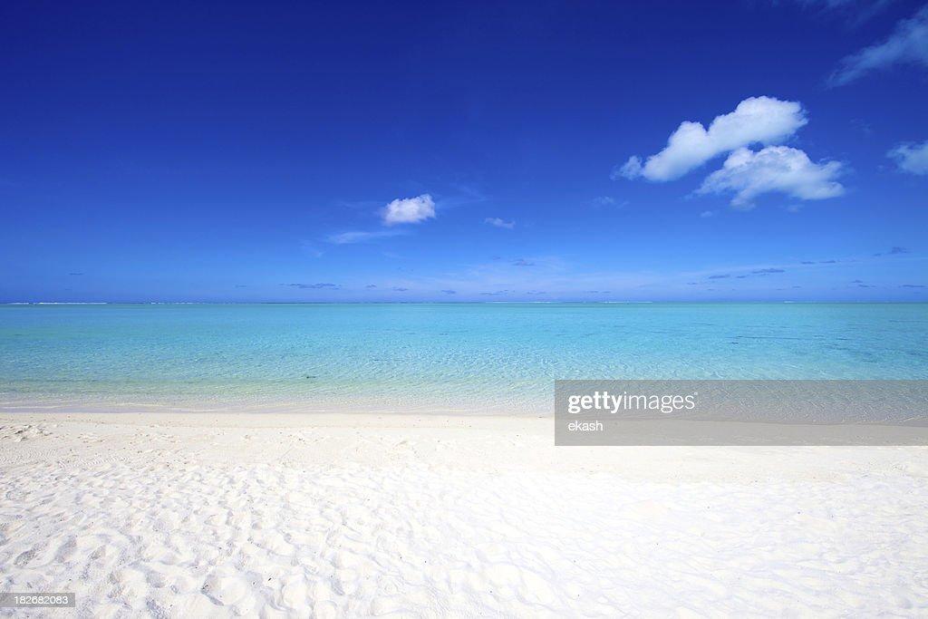 White sand beach in Tahiti