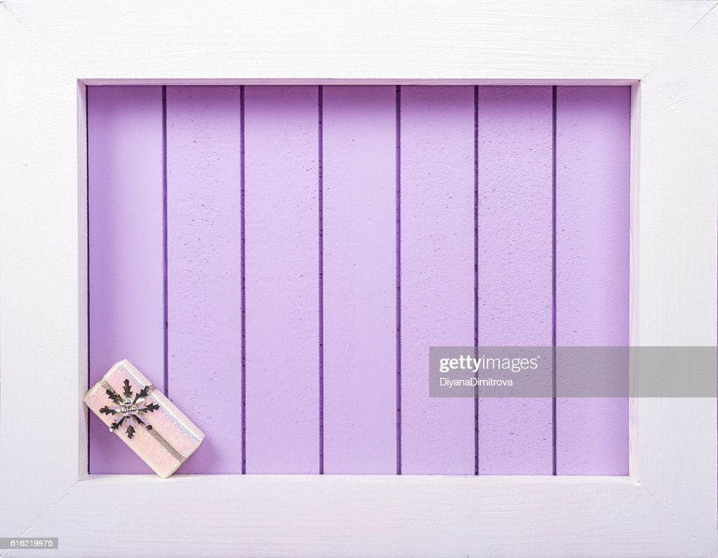 White wooden frame and  christmas decoration over a purple background : Stock-Foto