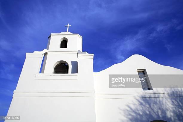 Bianche Chiesa della missione di stile in Arizona