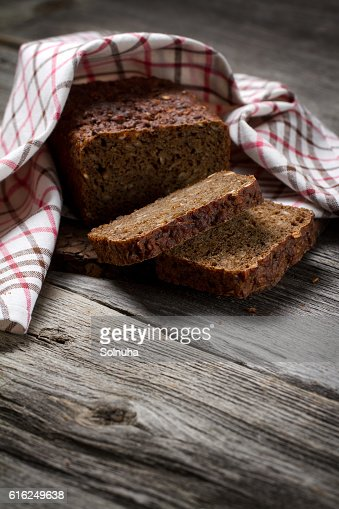 Whole grain bread on old table : Foto de stock