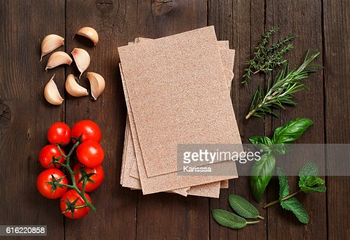 Whole wheat lasagna sheets, vegetables and herbs : Foto stock