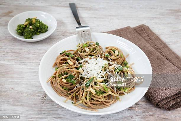 Whole-grain spelt spaghetti with ramson pesto