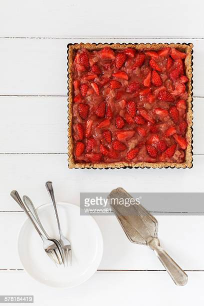 Wholemeal strawberry-rhubarb-tart
