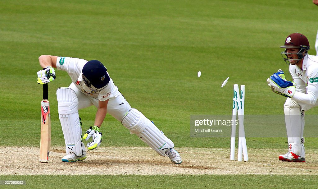 Wicketkeeper <a gi-track='captionPersonalityLinkClicked' href=/galleries/search?phrase=Ben+Foakes&family=editorial&specificpeople=7622687 ng-click='$event.stopPropagation()'>Ben Foakes</a> of Surrey attempts to stump out <a gi-track='captionPersonalityLinkClicked' href=/galleries/search?phrase=Scott+Borthwick&family=editorial&specificpeople=5644012 ng-click='$event.stopPropagation()'>Scott Borthwick</a> of Durham during the Specsavers County Championship Division One match between Surrey and Durham at the Kia Oval Cricket Ground, on May 03, 2016 in London, England.