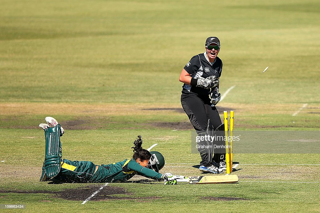 Wicketkeeper Rachel Priest of New Zealand (R) attempts to stump Lisa Sthalekar of Australia (L) during the Women's International Twenty20 match between the Australian Southern Stars and New Zealand at Junction Oval on January 22, 2013 in Melbourne, Australia.
