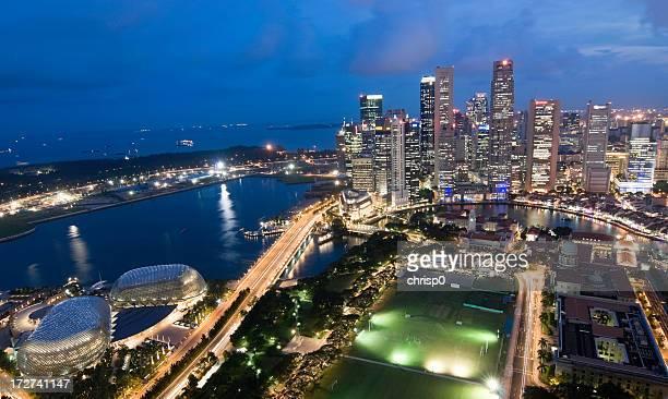 Große Luftbild von Singapur Skyline in der Dämmerung