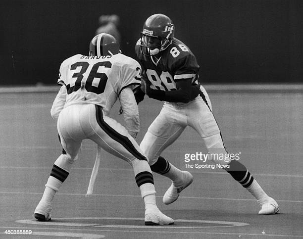 Wide Receiver Al Toon of the New York Jets plays against the Cleveland Browns during an NFL game circa 1988 at Giants Stadium in East Rutherford New...