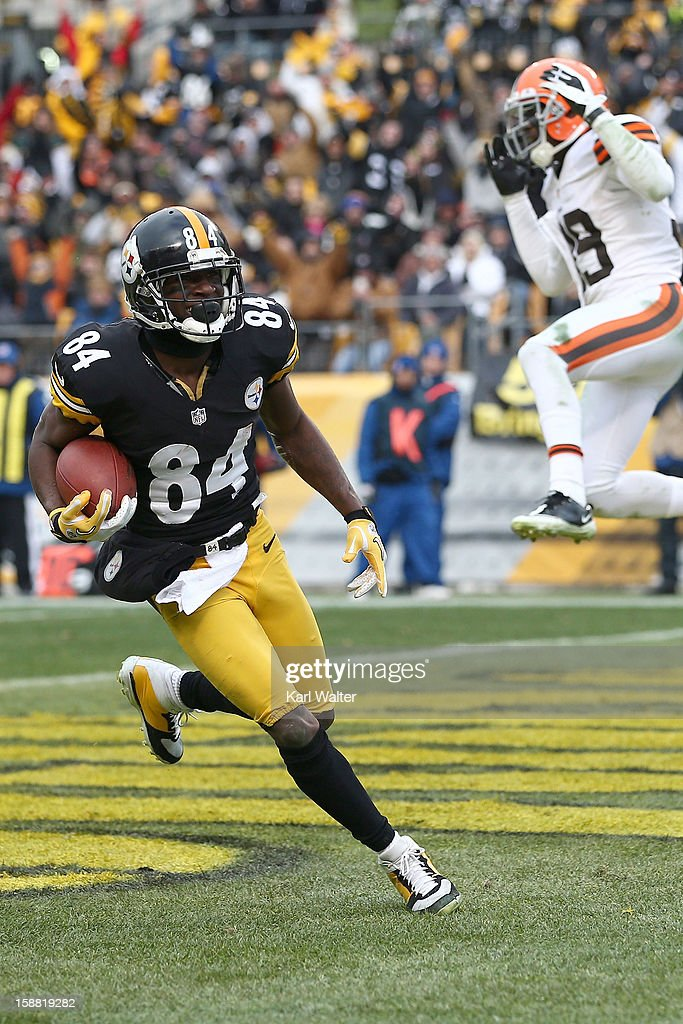Wide receiver Antonio Brown #84 of the Pittsburgh Steelers scores a touchdown during the third quarter against the Cleveland Browns at Heinz Field on December 30, 2012 in Pittsburgh, Pennsylvania.