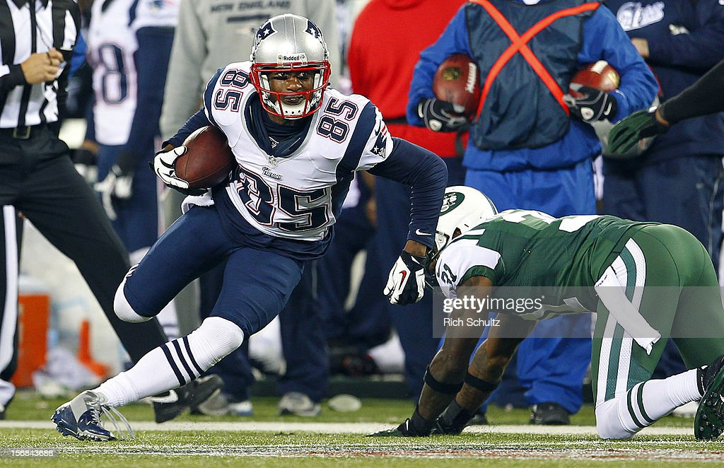 Wide receiver <a gi-track='captionPersonalityLinkClicked' href=/galleries/search?phrase=Brandon+Lloyd&family=editorial&specificpeople=206502 ng-click='$event.stopPropagation()'>Brandon Lloyd</a> #85 of the New England Patriots gets past <a gi-track='captionPersonalityLinkClicked' href=/galleries/search?phrase=Antonio+Cromartie&family=editorial&specificpeople=583197 ng-click='$event.stopPropagation()'>Antonio Cromartie</a> #31 of the New York Jets during the second quarter of a game at MetLife Stadium on November 22, 2012 in East Rutherford, New Jersey. The Patriots defeated the Jets 49-19.
