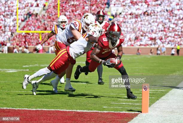 Wide receiver CeeDee Lamb of the Oklahoma Sooners reaches for a touchdown against the Iowa State Cyclones at Gaylord Family Oklahoma Memorial Stadium...