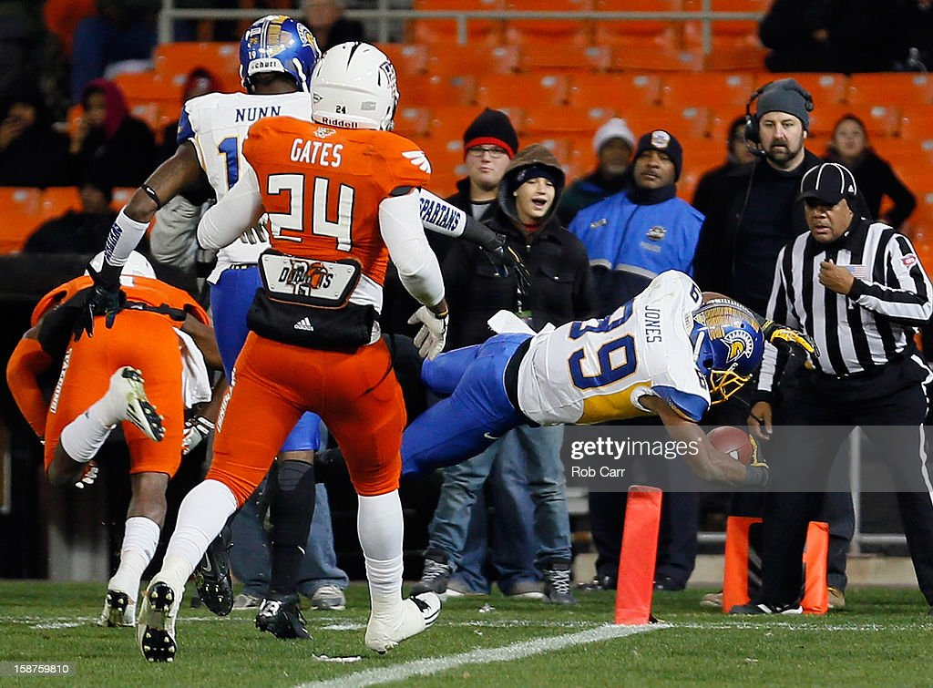 Wide receiver Chandler Jones #89 of the San Jose State Spartans dives in the endzone for a touchdown after catching a pass against the Bowling Green Falcons during the second half of the Military Bowl at RFK Stadium on December 27, 2012 in Washington, DC.
