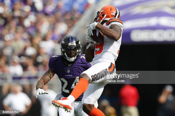 Wide receiver Corey Coleman of the Cleveland Browns makes the catch over cornerback Brandon Carr of the Baltimore Ravens in the four quarter at MT...