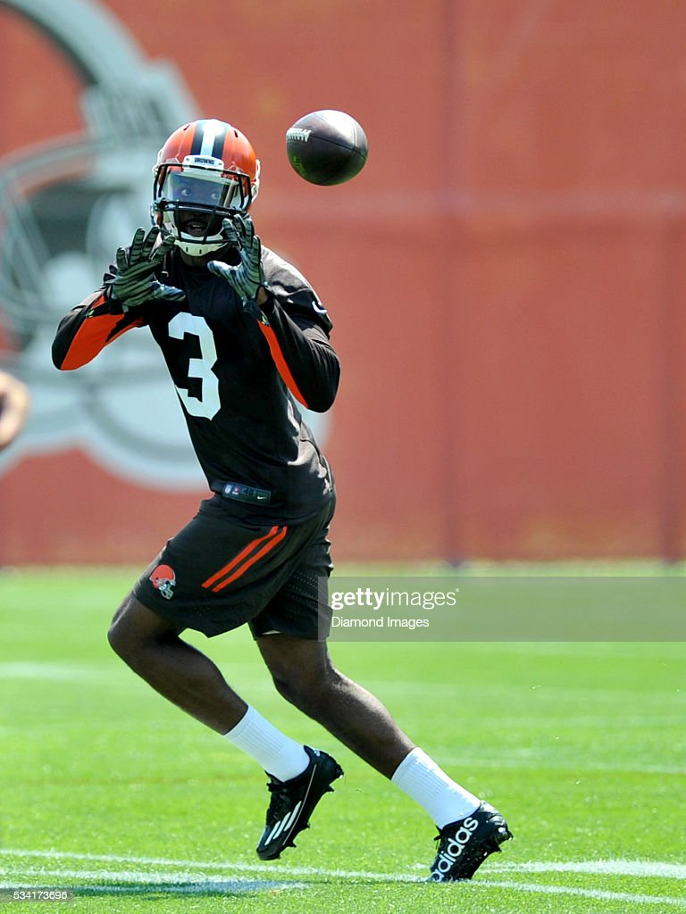 Wide receiver Dennis Parks #3 of the Cleveland Browns catches a pass during an OTA practice on May 25, 2016 at the Cleveland Browns training facility in Berea, Ohio.