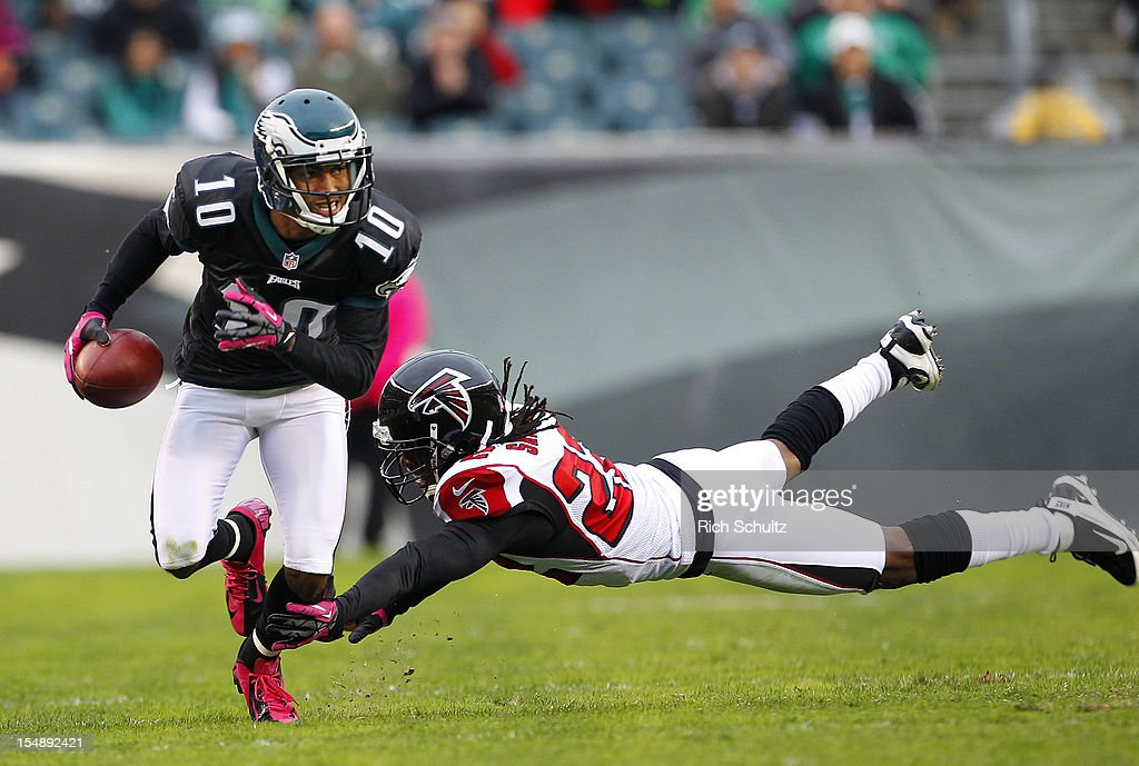 Wide receiver <a gi-track='captionPersonalityLinkClicked' href=/galleries/search?phrase=DeSean+Jackson&family=editorial&specificpeople=2212775 ng-click='$event.stopPropagation()'>DeSean Jackson</a> #10 of the Philadelphia Eagles runs past a diving <a gi-track='captionPersonalityLinkClicked' href=/galleries/search?phrase=Asante+Samuel&family=editorial&specificpeople=194913 ng-click='$event.stopPropagation()'>Asante Samuel</a> #22 of the Atlanta Falcons during the first half in a game at Lincoln Financial Field on October 28, 2012 in Philadelphia, Pennsylvania. The Falcons defeated the Eagles 30-17.