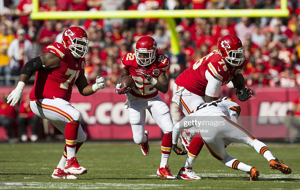 Wide receiver <a gi-track='captionPersonalityLinkClicked' href=/galleries/search?phrase=Dexter+McCluster&family=editorial&specificpeople=5509713 ng-click='$event.stopPropagation()'>Dexter McCluster</a> #22 of the Kansas City Chiefs runs up the field during the game against the Cleveland Browns at Arrowhead Stadium on October 27, 2013 in Kansas City, Missouri.