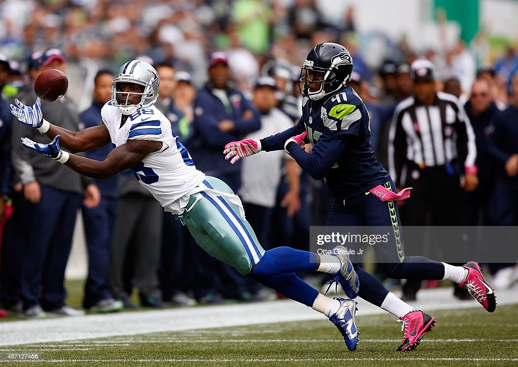 Wide receiver <a gi-track='captionPersonalityLinkClicked' href=/galleries/search?phrase=Dez+Bryant&family=editorial&specificpeople=4480158 ng-click='$event.stopPropagation()'>Dez Bryant</a> #88 of the Dallas Cowboys catches a pass against cornerback Byron Maxwell #41 of the Seattle Seahawks during the first quarter of the game at CenturyLink Field on October 12, 2014 in Seattle, Washington.