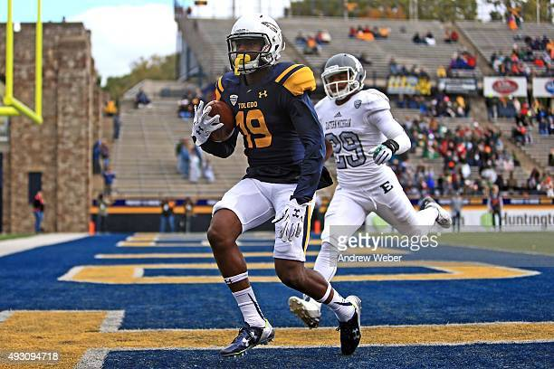 Wide receiver Diontae Johnson of the Toledo Rockets catches a pass for a touchdown while being defended by defensive back Jalen Williams of the...