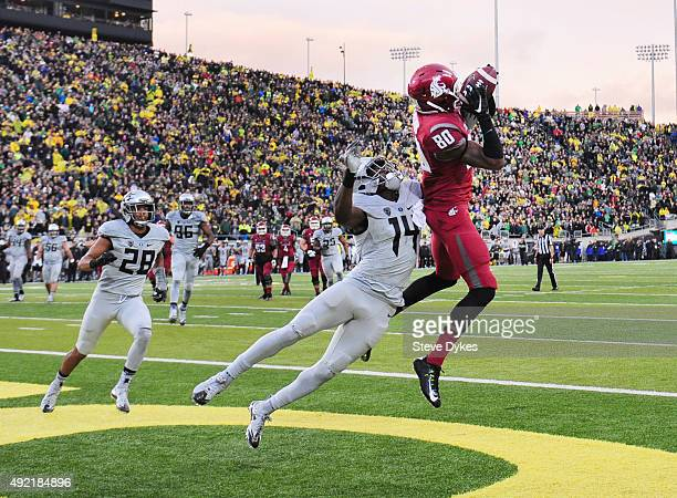 Wide receiver Dom Williams of the Washington State Cougars catches a touchdown pass against cornerback Ugo Amadi of the Oregon Ducks with time...