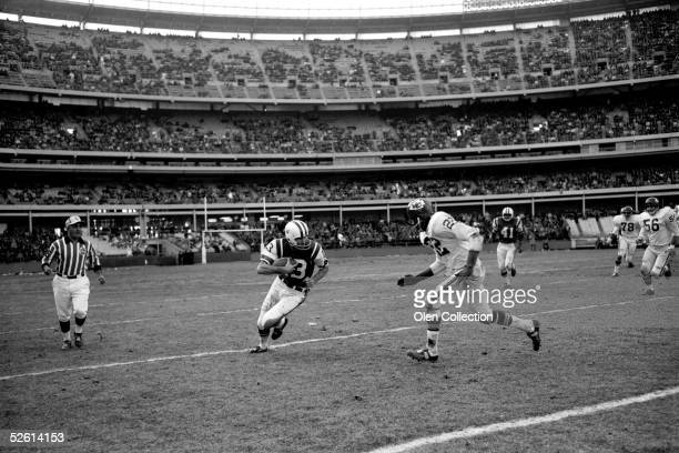 Wide receiver Don Maynard of the New York Jets advances the ball upfield against the Kansas City Chiefs during a game on September 16 1965 at Shea...