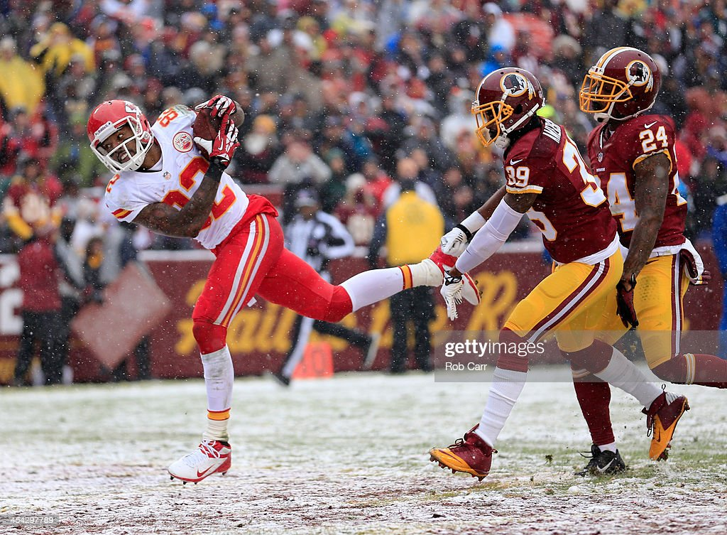 Wide receiver <a gi-track='captionPersonalityLinkClicked' href=/galleries/search?phrase=Dwayne+Bowe&family=editorial&specificpeople=2139865 ng-click='$event.stopPropagation()'>Dwayne Bowe</a> #82 of the Kansas City Chiefs dives into the endzone for a first quarter touchdown after catching a pass in front of <a gi-track='captionPersonalityLinkClicked' href=/galleries/search?phrase=David+Amerson&family=editorial&specificpeople=7244765 ng-click='$event.stopPropagation()'>David Amerson</a> #39 and <a gi-track='captionPersonalityLinkClicked' href=/galleries/search?phrase=Bacarri+Rambo&family=editorial&specificpeople=6381810 ng-click='$event.stopPropagation()'>Bacarri Rambo</a> #24 of the Washington Redskins at FedExField on December 8, 2013 in Landover, Maryland.