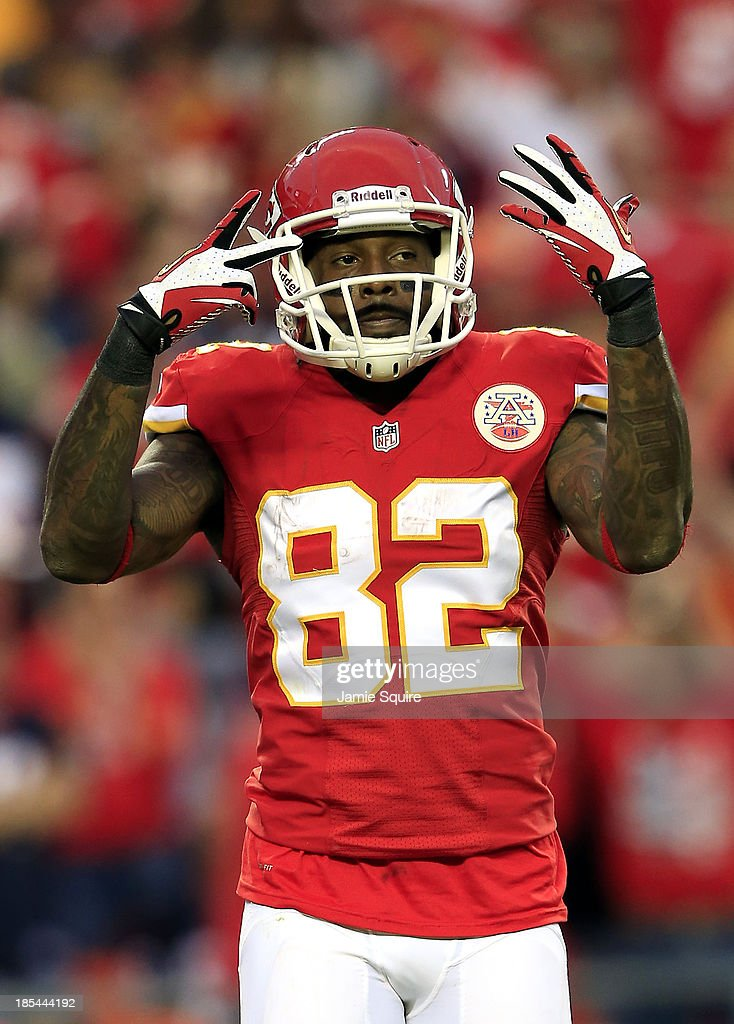 Wide receiver Dwayne Bowe #82 of the Kansas City Chiefs holds up 7 fingers as the Chiefs defeat the Houston Texans 17-16 to win the game and advance to a 7-0 record at Arrowhead Stadium on October 20, 2013 in Kansas City, Missouri.