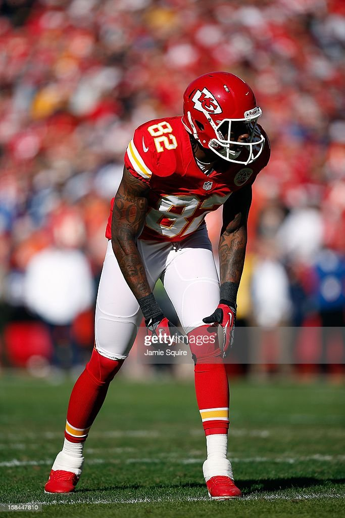 Wide receiver <a gi-track='captionPersonalityLinkClicked' href=/galleries/search?phrase=Dwayne+Bowe&family=editorial&specificpeople=2139865 ng-click='$event.stopPropagation()'>Dwayne Bowe</a> #82 of the Kansas City Chiefs in action during the game against the Denver Broncos at Arrowhead Stadium on November 25, 2012 in Kansas City, Missouri.