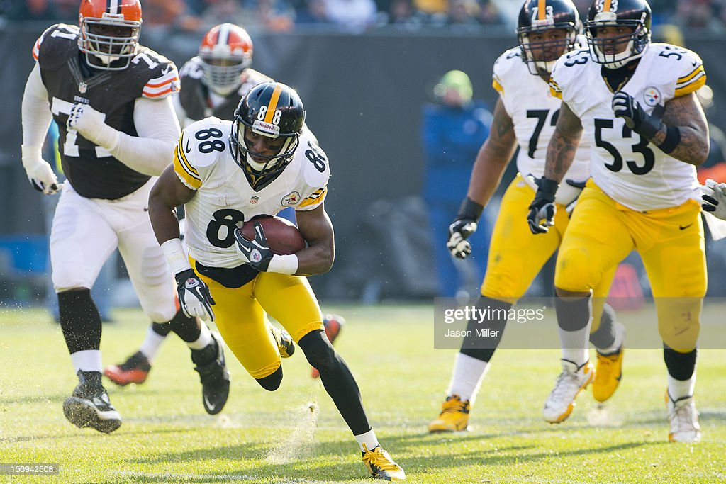 Wide receiver <a gi-track='captionPersonalityLinkClicked' href=/galleries/search?phrase=Emmanuel+Sanders&family=editorial&specificpeople=5798683 ng-click='$event.stopPropagation()'>Emmanuel Sanders</a> #88 of the Pittsburgh Steelers runs for a gain during the first half against the Cleveland Browns at Cleveland Browns Stadium on November 25, 2012 in Cleveland, Ohio.