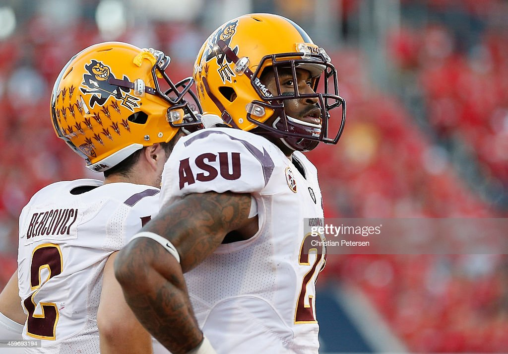 Wide receiver <a gi-track='captionPersonalityLinkClicked' href=/galleries/search?phrase=Jaelen+Strong&family=editorial&specificpeople=11339116 ng-click='$event.stopPropagation()'>Jaelen Strong</a> #21 and quarterback <a gi-track='captionPersonalityLinkClicked' href=/galleries/search?phrase=Mike+Bercovici&family=editorial&specificpeople=9960077 ng-click='$event.stopPropagation()'>Mike Bercovici</a> #2 of the Arizona State Sun Devils react on the sidelines during the final moments of the Territorial Cup college football game against the Arizona Wildcats at Arizona Stadium on November 28, 2014 in Tucson, Arizona. The Wildcats defeated the Sun Devils 42-35.