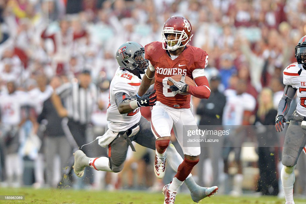 Wide receiver Jalen Saunders #8 of the Oklahoma Sooners runs after a catch for a first half touchdown passing defensive back Olaoluwa Falemi #29 of the Texas Tech Red Raiders on October 26, 2013 at Gaylord Family Oklahoma Memorial Stadium in Norman, Oklahoma.