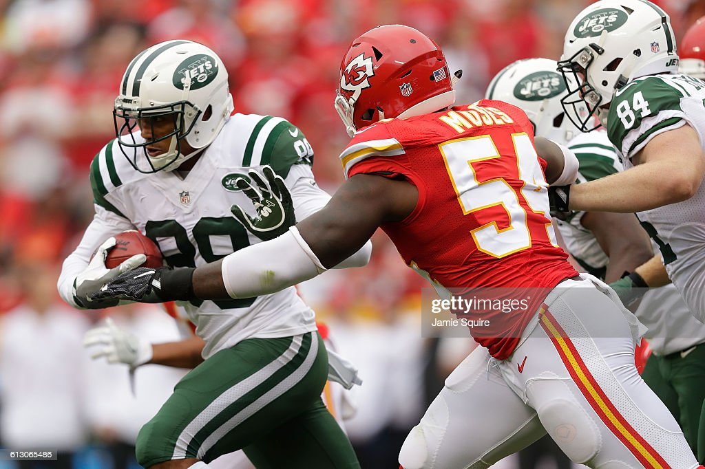 Wide receiver Jalin Marshall #89 of the New York Jets carries the ball after making a catch during the game against the Kansas City Chiefs at Arrowhead Stadium on September 25, 2016 in Kansas City, Missouri.