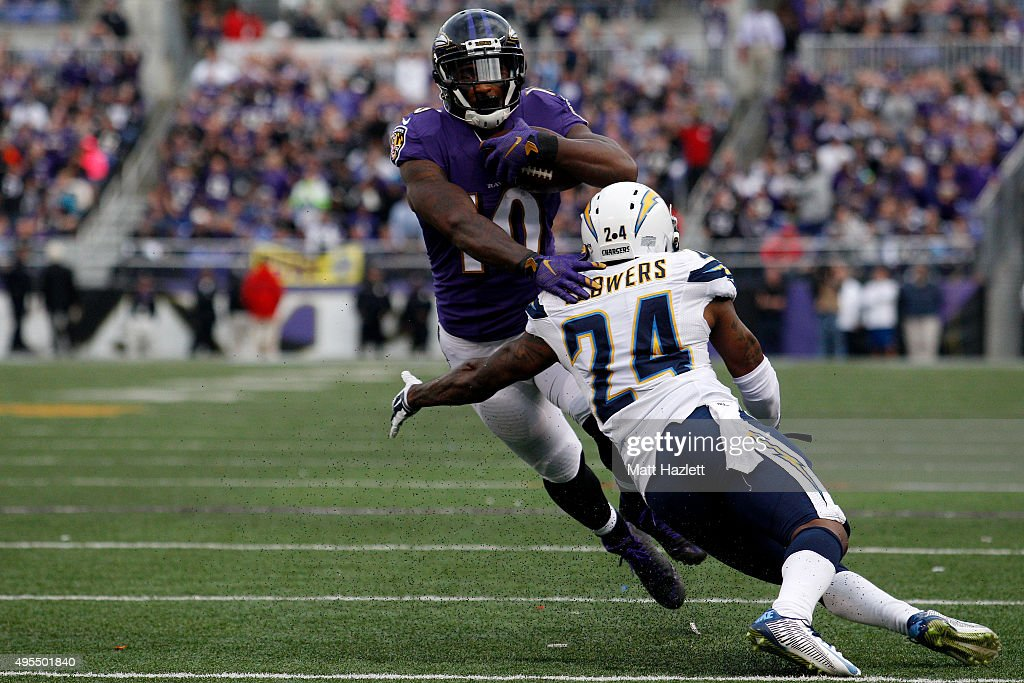Wide receiver Jeremy Ross #10 of the Baltimore Ravens is carries the ball while cornerback <a gi-track='captionPersonalityLinkClicked' href=/galleries/search?phrase=Brandon+Flowers+-+American+Football+Player&family=editorial&specificpeople=7270342 ng-click='$event.stopPropagation()'>Brandon Flowers</a> #24 of the San Diego Chargers defends in the fourth quarter of a game against the San Diego Chargers at M&T Bank Stadium on November 1, 2015 in Baltimore, Maryland.