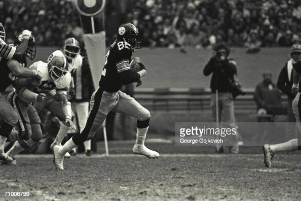 Wide receiver John Stallworth of the Pittsburgh Steelers runs with the football after catching a passs against the Cleveland Browns at Municipal...