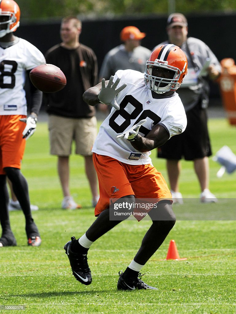 Wide receiver Johnathan Haggerty #86 of the Cleveland Browns catches a pass during the team's organized team activity (OTA) on May 19, 2010 at the Cleveland Browns practice facility in Berea, Ohio.