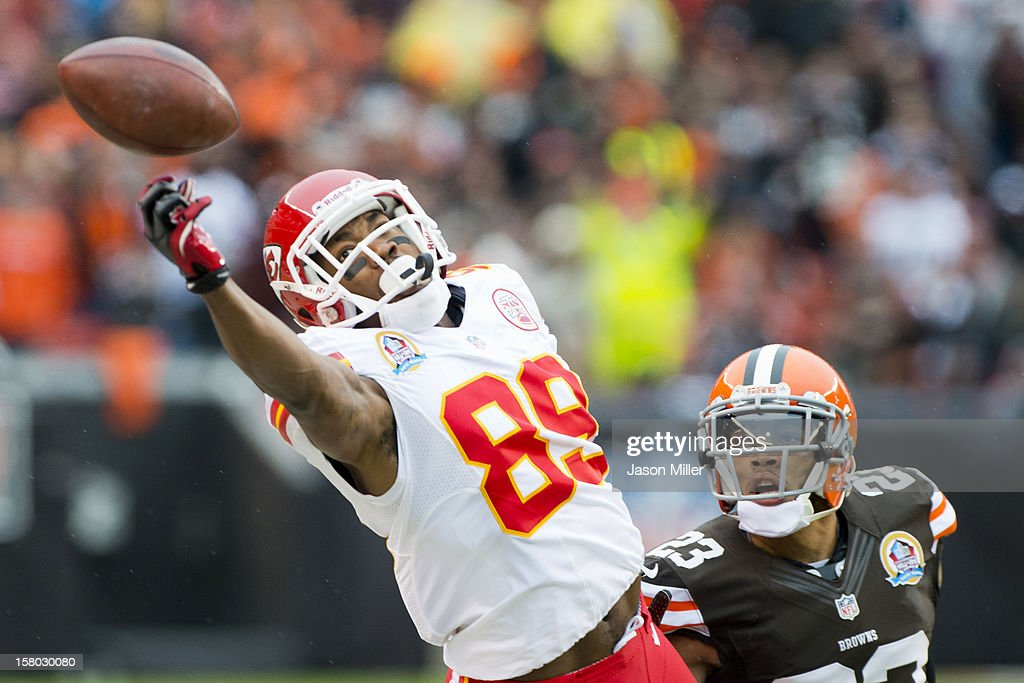 Wide receiver Jon Baldwin #89 of the Kansas City Chiefs narrowly misses a reception under pressure from cornerback <a gi-track='captionPersonalityLinkClicked' href=/galleries/search?phrase=Joe+Haden&family=editorial&specificpeople=4489430 ng-click='$event.stopPropagation()'>Joe Haden</a> #23 of the Cleveland Browns during the first half at Cleveland Browns Stadium on December 9, 2012 in Cleveland, Ohio.