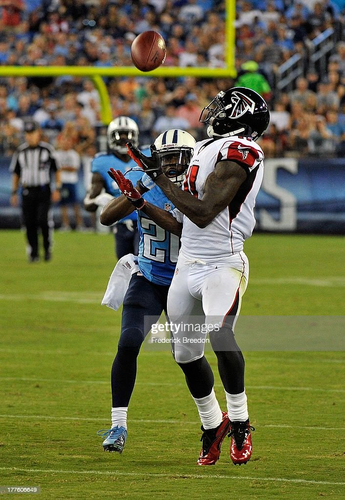 Wide receiver <a gi-track='captionPersonalityLinkClicked' href=/galleries/search?phrase=Julio+Jones&family=editorial&specificpeople=5509837 ng-click='$event.stopPropagation()'>Julio Jones</a> #11 of the Atlanta Falcons catches a pass over the head of cornerback <a gi-track='captionPersonalityLinkClicked' href=/galleries/search?phrase=Alterraun+Verner&family=editorial&specificpeople=3697749 ng-click='$event.stopPropagation()'>Alterraun Verner</a> #20 of the Tennessee Titans at LP Field on August 24, 2013 in Nashville, Tennessee.