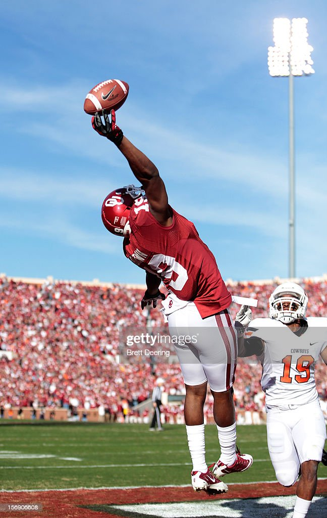 Wide receiver Justin Brown #19 of the Oklahoma Sooners just misses a touchdown pass against the Oklahoma State Cowboys November 24, 2012 at Gaylord Family-Oklahoma Memorial Stadium in Norman, Oklahoma.