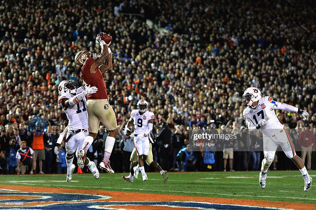 Wide receiver Kelvin Benjamin #1 of the Florida State Seminoles catches a 2-yard pass for a touchdown to take a 33-31 lead in the final moments of the fourth quarter during the 2014 Vizio BCS National Championship Game at the Rose Bowl on January 6, 2014 in Pasadena, California. Florida State lead 34-31 after a successful extra point.