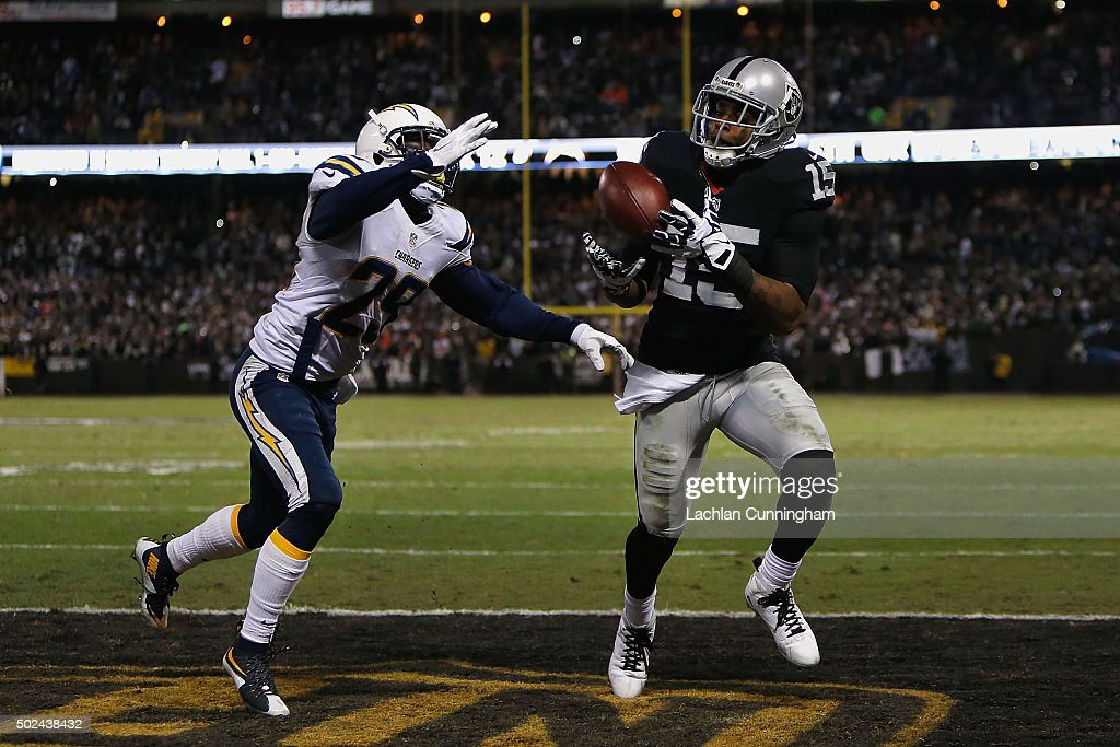 Wide receiver <a gi-track='captionPersonalityLinkClicked' href=/galleries/search?phrase=Michael+Crabtree&family=editorial&specificpeople=4650635 ng-click='$event.stopPropagation()'>Michael Crabtree</a> #15 of the Oakland Raiders catches a touchdown ahead of corner back <a gi-track='captionPersonalityLinkClicked' href=/galleries/search?phrase=Craig+Mager&family=editorial&specificpeople=11391297 ng-click='$event.stopPropagation()'>Craig Mager</a> #29 of the San Diego Chargers in the third quarter at O.co Coliseum on December 24, 2015 in Oakland, California.