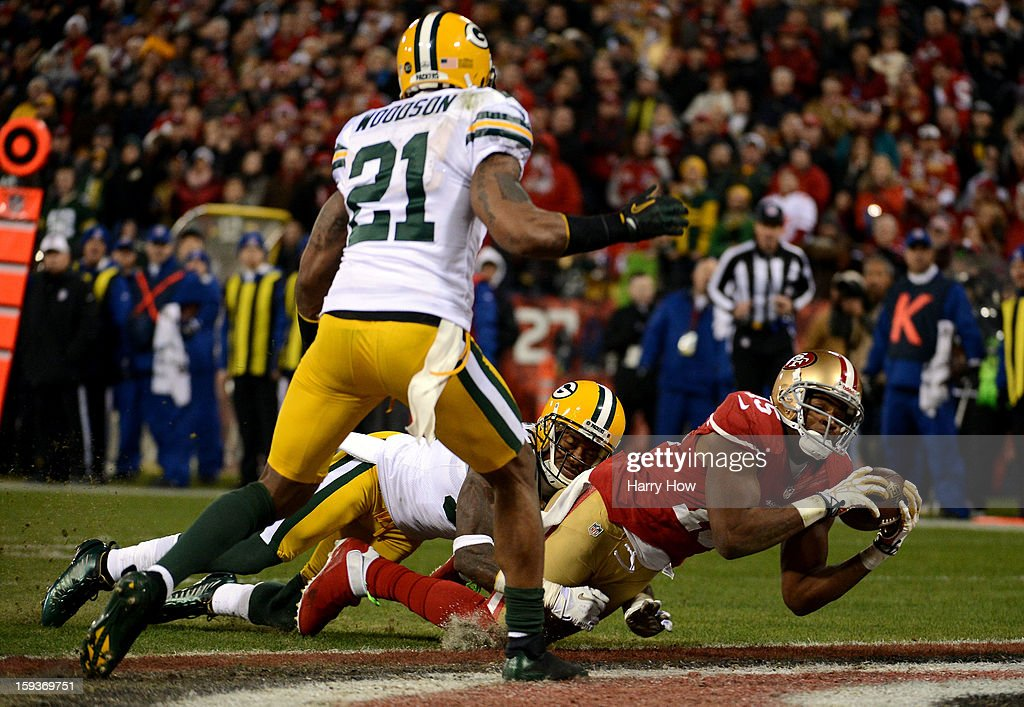 Wide receiver Michael Crabtree #15 of the San Francisco 49ers catches a touchdown pass thrown by quarterback Colin Kaepernick #7 against the Green Bay Packers in the second quarter during the NFC Divisional Playoff Game at Candlestick Park on January 12, 2013 in San Francisco, California.