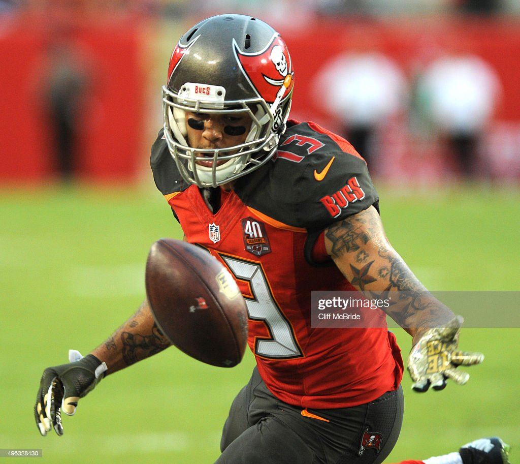 Wide receiver <a gi-track='captionPersonalityLinkClicked' href=/galleries/search?phrase=Mike+Evans+-+American+Football+Wide+Receiver&family=editorial&specificpeople=12684996 ng-click='$event.stopPropagation()'>Mike Evans</a> #13 of the Tampa Bay Buccaneers drops a pass in the second quarter against the New York Giants at Raymond James Stadium on November 8, 2015 in Tampa, Florida.