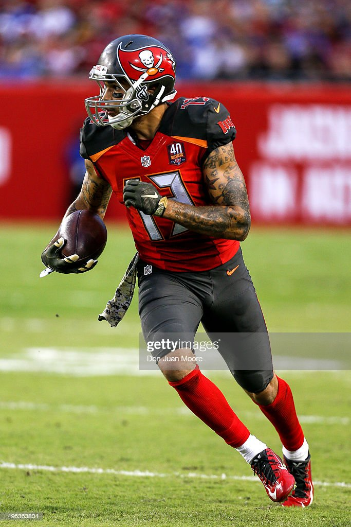 Wide Receiver <a gi-track='captionPersonalityLinkClicked' href=/galleries/search?phrase=Mike+Evans+-+American+Football+Wide+Receiver&family=editorial&specificpeople=12684996 ng-click='$event.stopPropagation()'>Mike Evans</a> #13 of the Tampa Bay Buccaneers on a catch and run during the game against the New York Giants at Raymond James Stadium on November 8, 2015 in Tampa, Florida. The Giants defeated the Buccaneers 32 to 18.