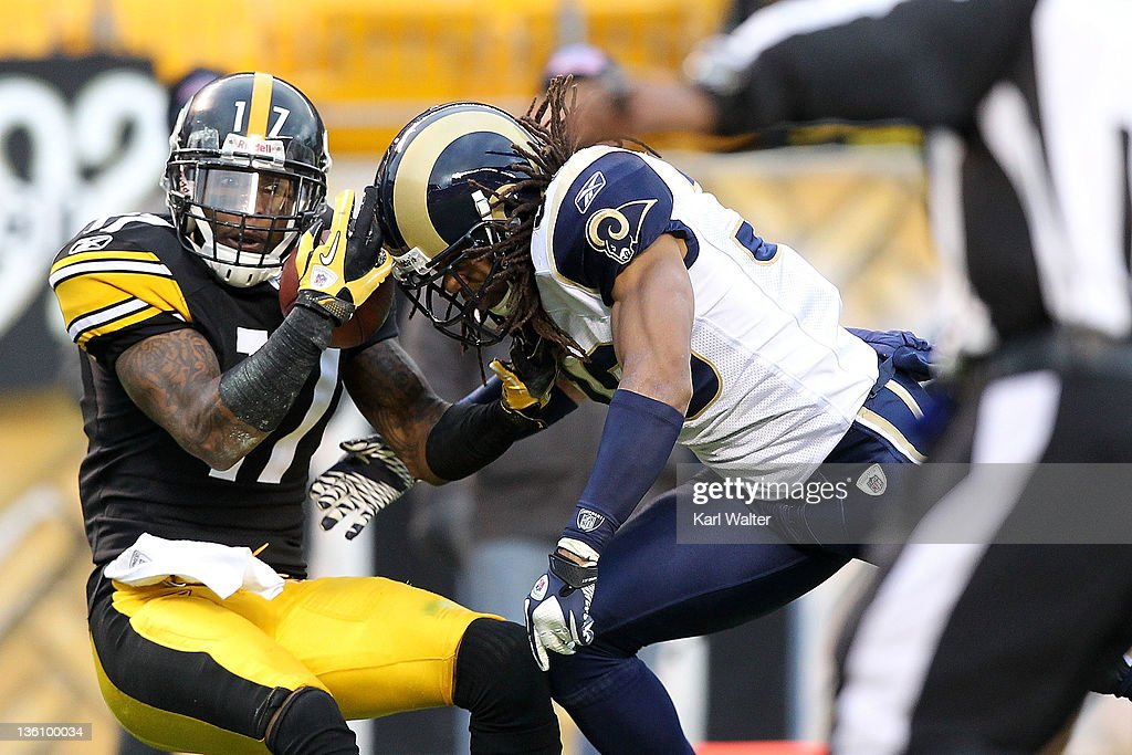 Wide receiver Mike Wallace #17 of the Pittsburgh Steelers catches a pass during the game against the St. Louis Rams at Heinz Field on December 24, 2011 in Pittsburgh, Pennsylvania.