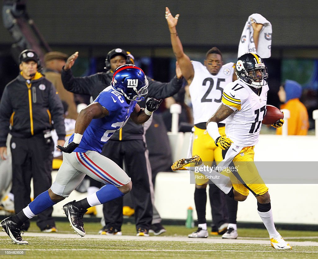 Wide receiver Mike Wallace #17 of the Pittsburgh Steelers out runs Prince Amukamara #20 the New York Giants as he heads to the end zone for a 51-yard touchdown in the fourth quarter during an NFL game at MetLife Stadium on November 4, 2012 in East Rutherford, New Jersey. The Steelers defeated the Giants 24-20.