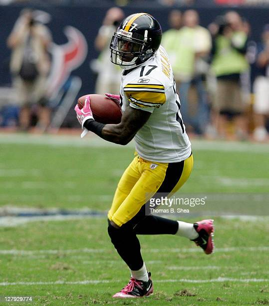 Wide receiver Mike Wallace of the Pittsburgh Steelers splits the defense of cornerback Brice McCain and linebacker Brian Cushing of the Houston...