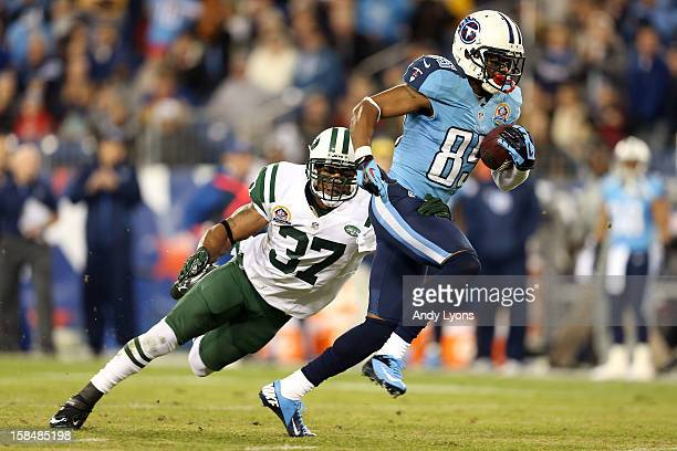 Wide receiver Nate Washington of the Tennessee Titans runs with the ball after catching a pass from quarterback Jake Locker against strong safety...